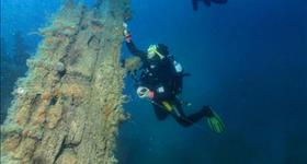 Diving in sunken ships - Ametlla Diving